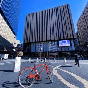 ブリリアホールと通勤に使った自転車♪(ママチャリです)
