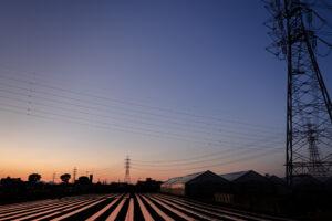 夕方の鉄塔写真